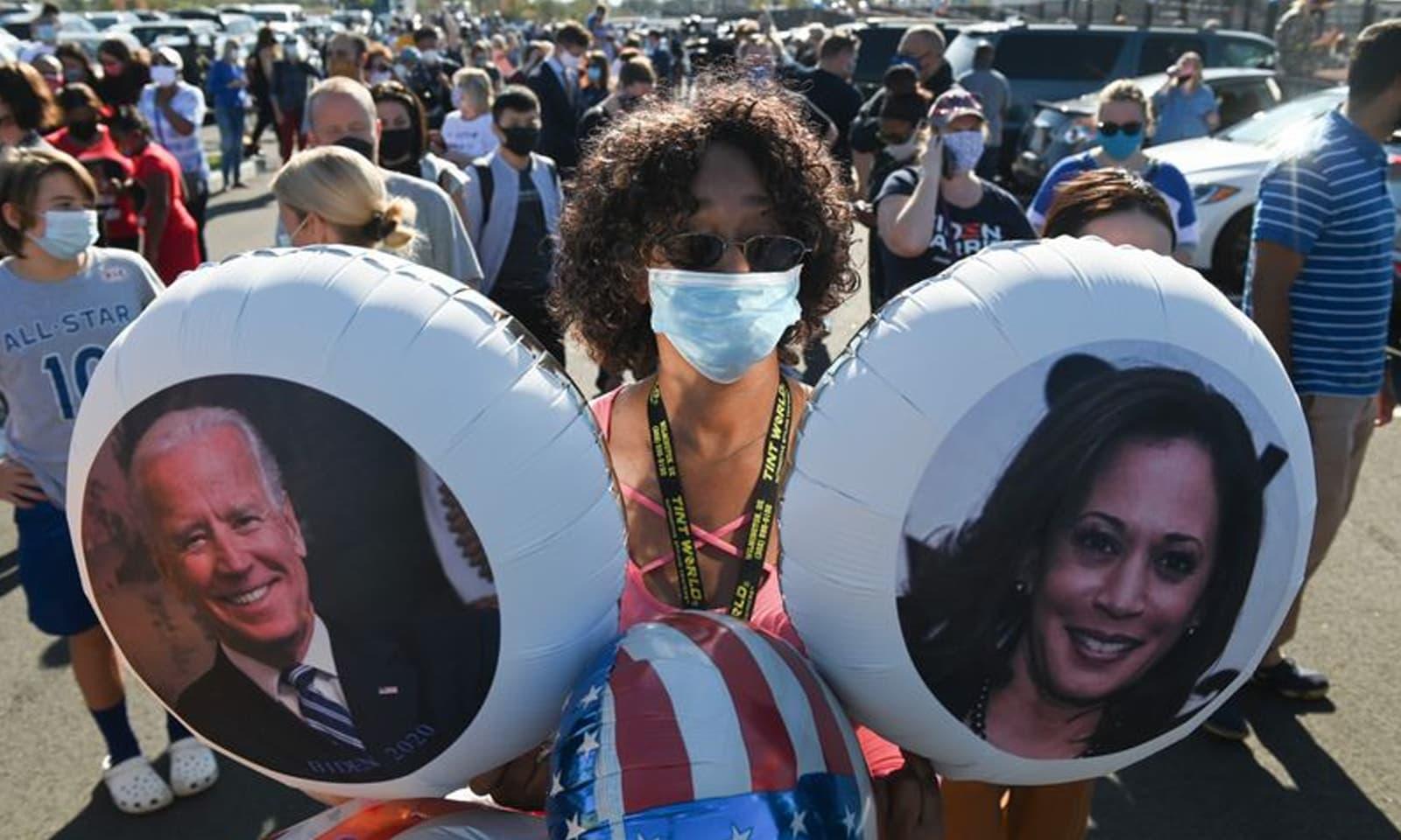 نتائج کے اعلان کے بعد حامیوں نے جوبائیڈن اور کمالا ہیرس کی کامیابی پر خوشی منائی — فوٹو:اے ایف پی