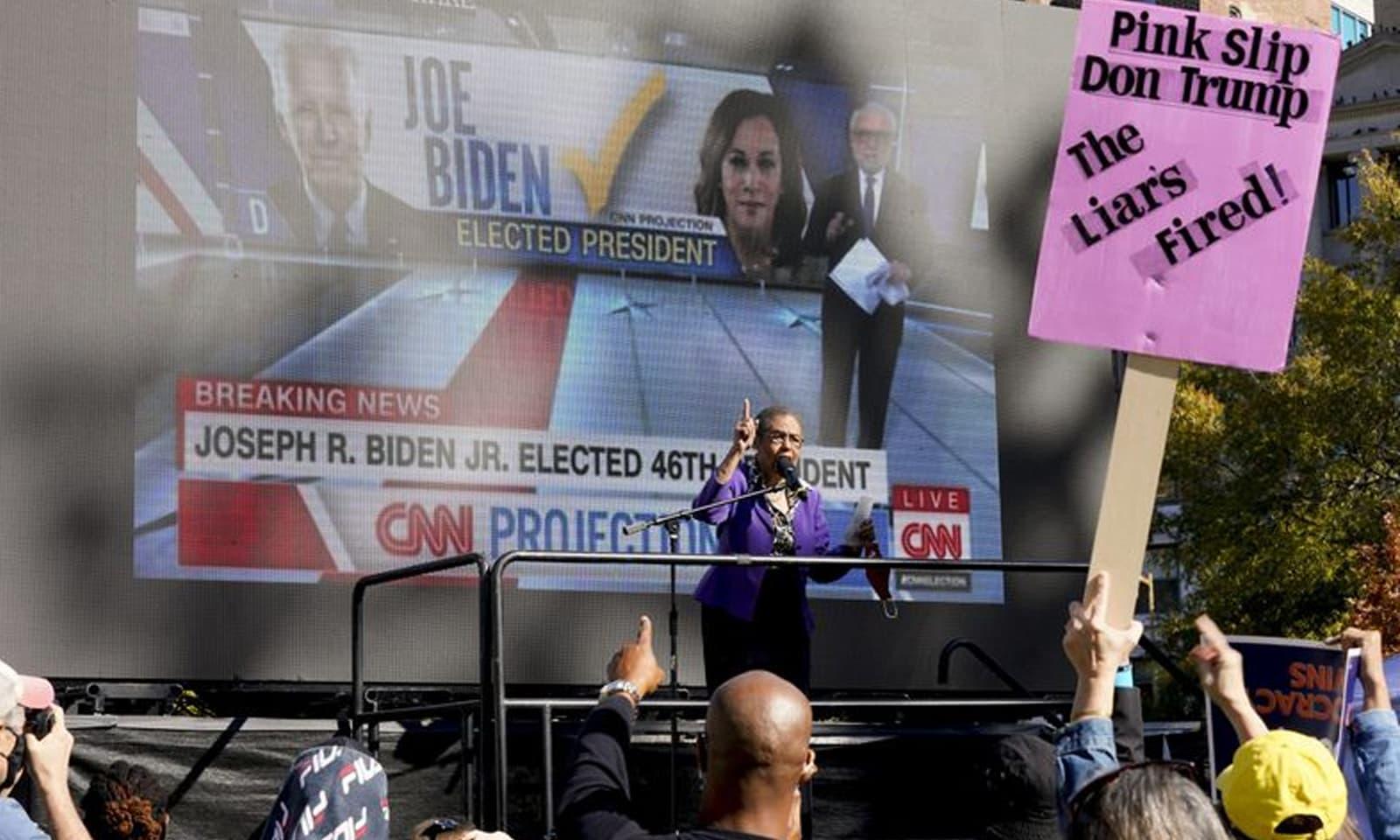اس موقع پر واشنگٹن مک فرسن اسکوائر بھی ایک جم غفیر دیکھا گیا —فوٹو: اے  پی