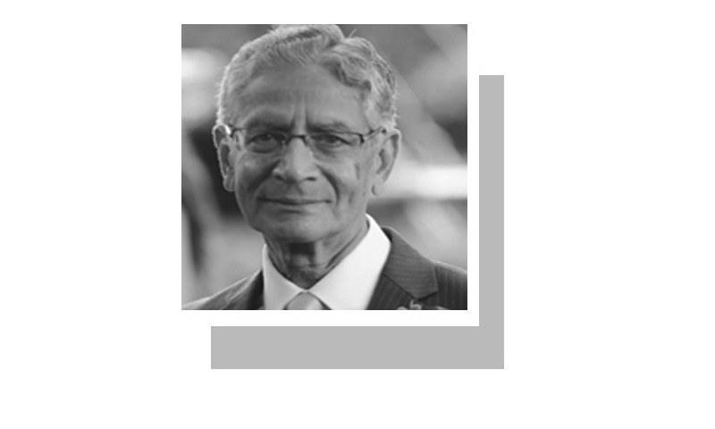 لکھاری سابق سفیر ہیں اور جارج ٹاؤن اینڈ سائراکس یونیورسٹی سے بطور ایڈجنکٹ فیکلٹی وابستہ ہیں۔