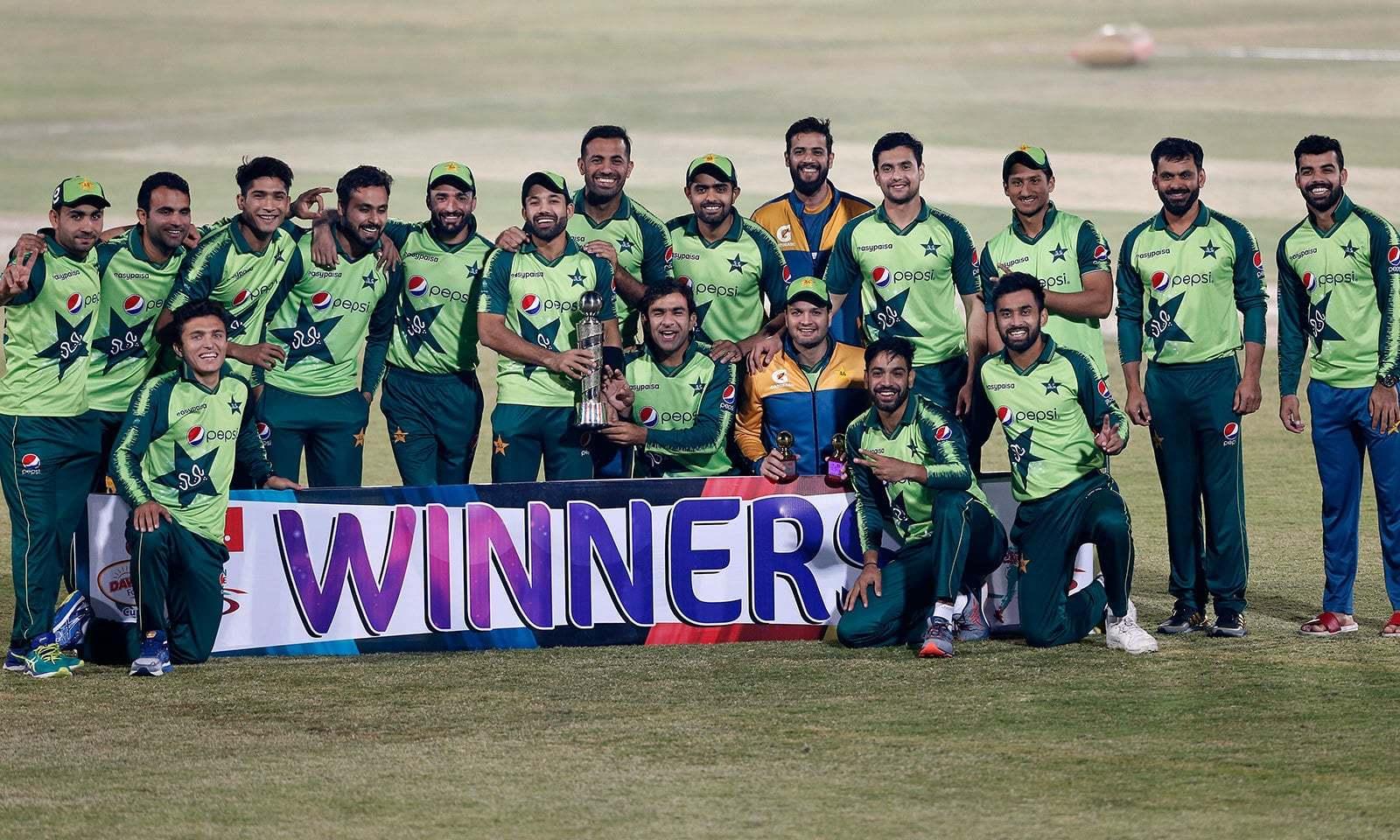 پاکستان نے زمبابوے کو تین میچوں کی سیریز میں 0-3 سے شکست دی —فوٹو:اے پی