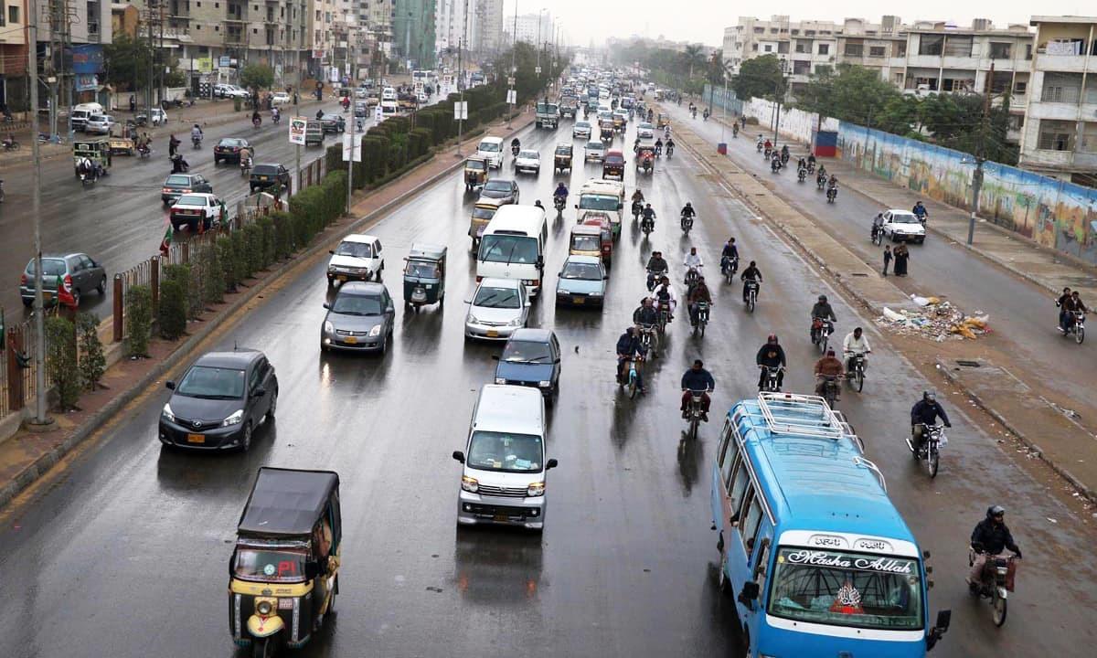 پبلک ٹرانسپورٹ کے بجائے اپنی گاڑیوں میں سفر معاشرتی تقسیم کا سبب بن رہا ہے؟
