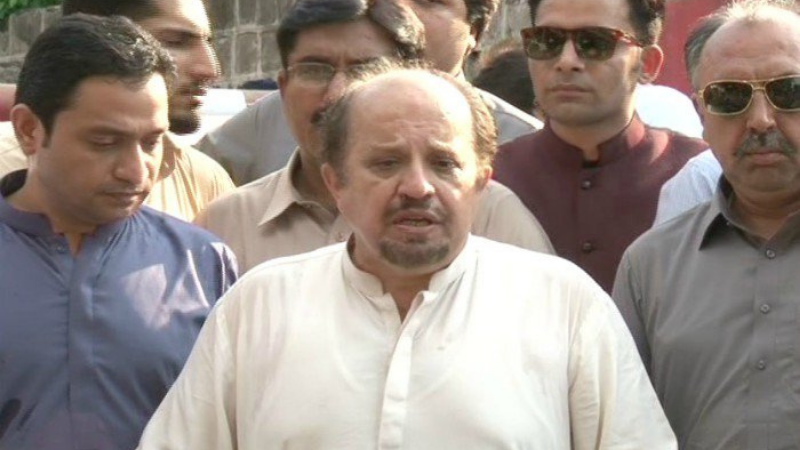 Leader of the Opposition in the Sindh Assembly Firdous Shamim Naqvi of the PTI along with his colleagues came up with a list of questions demanding quarterly report of the Sindh Budget 2020-21. — Photo courtesy RadioPak/File