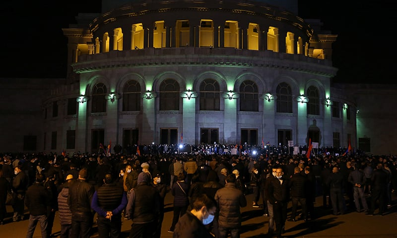 Armenians keep up pressure on govt over truce terms
