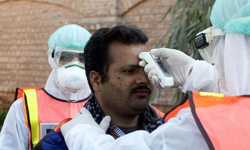 کورونا وبا: پاکستان میں مزید 2 ہزار 165 کیسز اور 17 اموات کا اضافہ