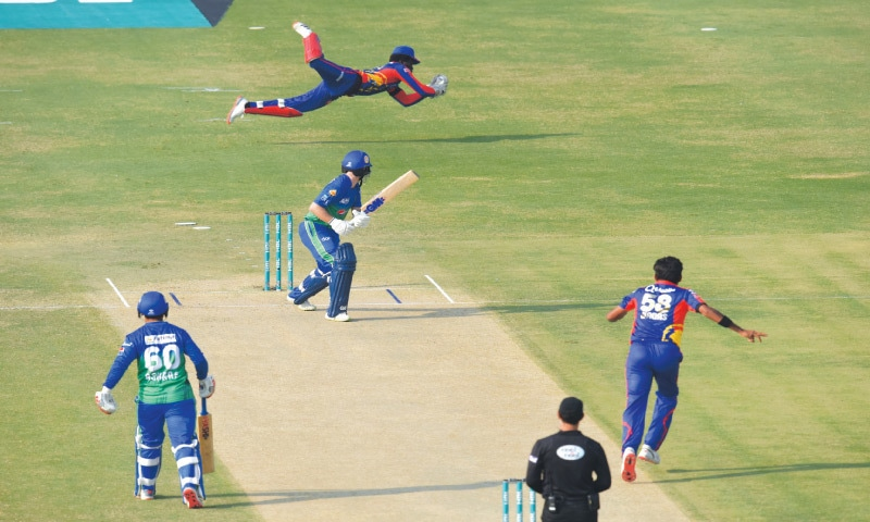 Amir on song as Kings edge Sultans in Super Over to enter PSL final
