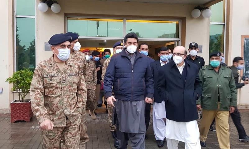 صدر آزاد کشمیر نے ہسپتال میں زخمیوں کی عیادت کی—تصویر: ٹوئٹر شہریار آفریدی
