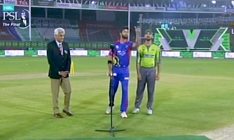Lahore Qalandars won the toss and decided to bat first against Karachi Kings. — DawnNewsTV