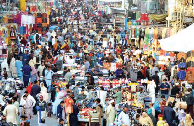 Despite Prime Minister Imran Khan stressing on people to observe SOPs in his address to the nation a day earlier, majority of the shoppers at Rawalpindi's Bara Market seen in the picture are ignoring health guidelines. — INP