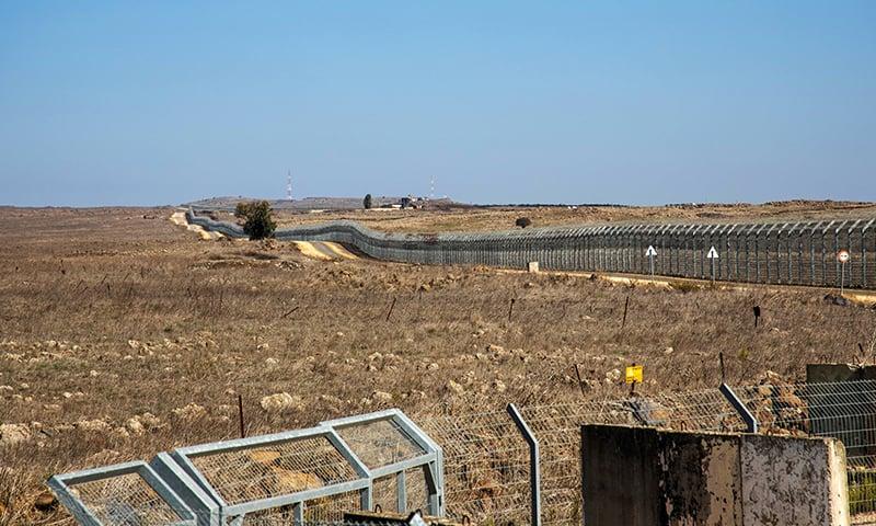 اسرائیلی فوج کے ترجمان نے بتایا کہ 8 مقامات کو نشانہ بنایا گیا —فوٹو: رائٹرز