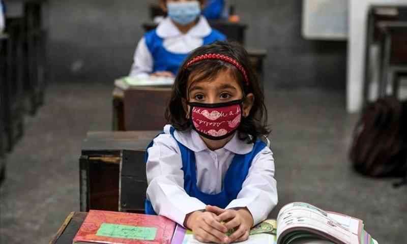 تعلیمی سیشن 31 مئی تک بڑھانے کی تجویز دی گئی ہے—فائل/فوٹو: اے ایف پی