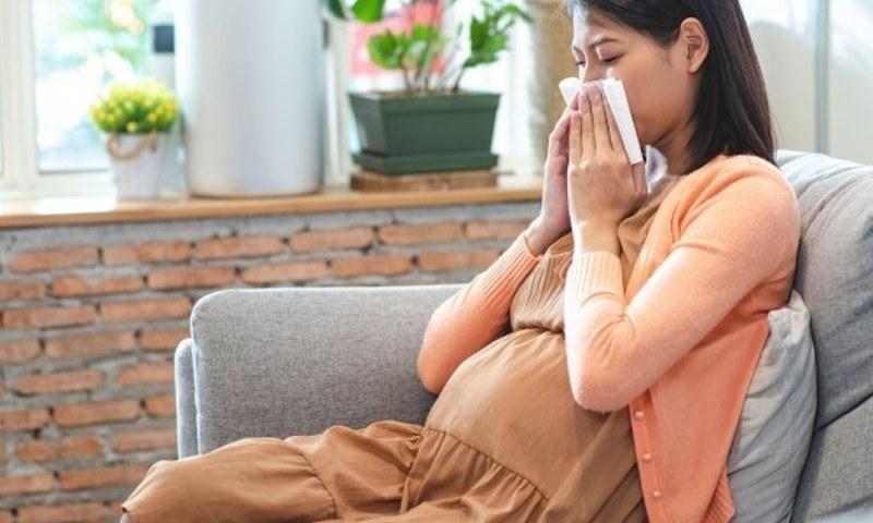 کووڈ کی وبا کے دوران حاملہ خواتین کی ذہنی صحت کا خیال رکھنا بھی ضروری، تحقیق