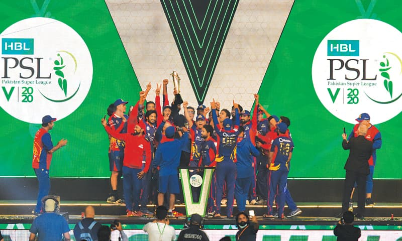 KARACHI: Interim head coach Wasim Akram (L) looks on as Karachi Kings squad members celebrate with the Pakistan Super League trophy after defeating Lahore Qalandars in the final at the National Stadium.— Tahir Jamal/White Star
