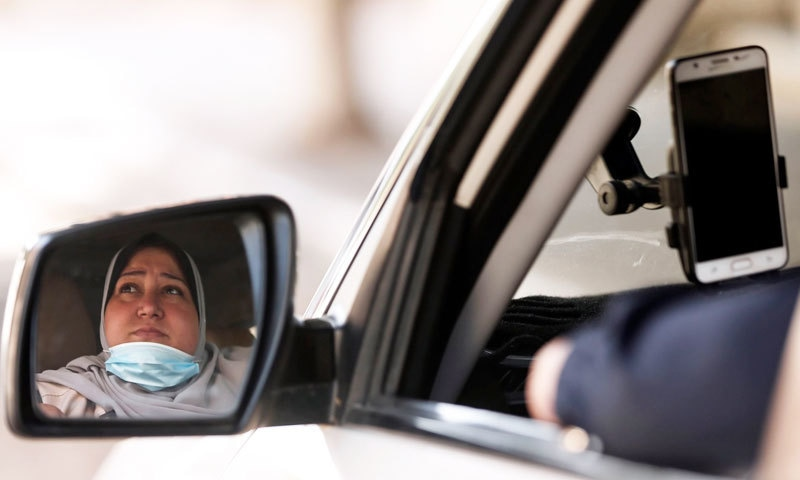 نائلہ ابو جبہ نے سہیلی کے مشورے کے بعد ٹیکسی سروس شروع کی—فوٹو: اے ایف پی