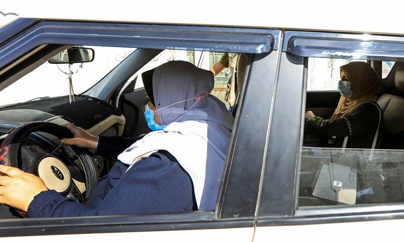 نائلہ ابو جبہ زیادہ تر ایڈوانس بکنگ پر کام کرتی ہیں—فوٹو: اے ایف پی