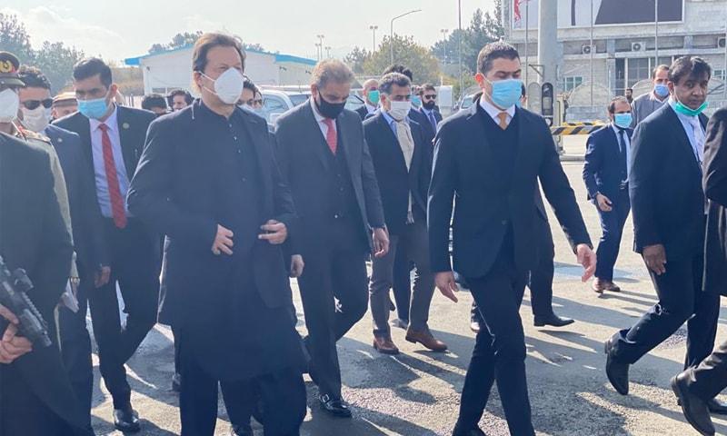 عمران خان اپنے وفد کے ہمراہ کابل پہنچے —فوٹو: ٹوئٹر