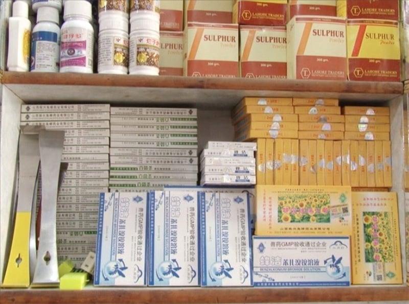 پاکستان میں شہد کی مکھیوں کی زیادہ تر ادویات چین اور دیگر ممالک سے منگوائی جاتی ہیں