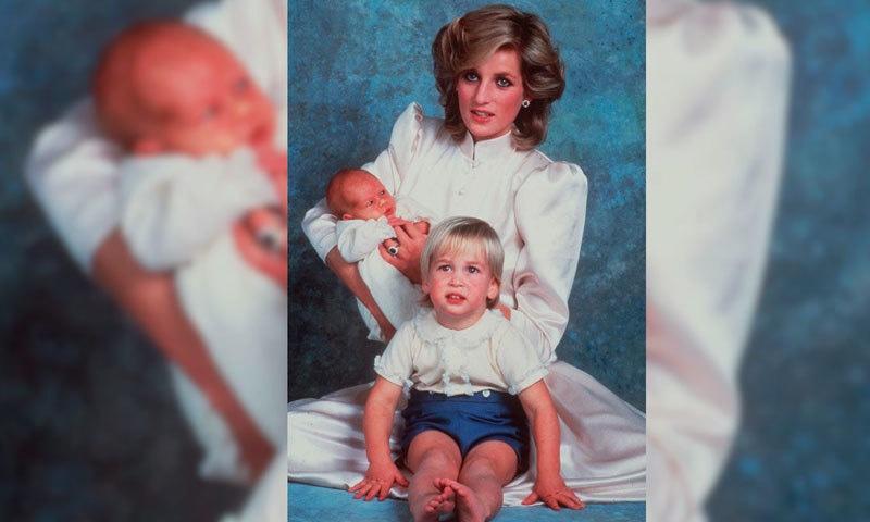 لیڈی ڈیانا کی بیٹوں شہزادہ ولیم اور شہزادہ ہیری کے ساتھ یادگار تصویر—بشکریہ: اے پی