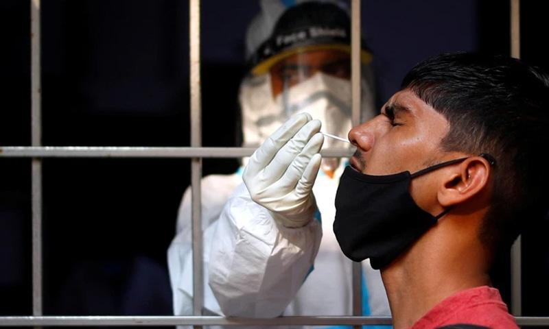 دنیا بھر میں کورونا وائرس کی دوسری لہر کی وجہ سے کیسز میں تیزی سے اضافہ ریکارڈ کیا گیا ہے— فوٹو: رائٹرز