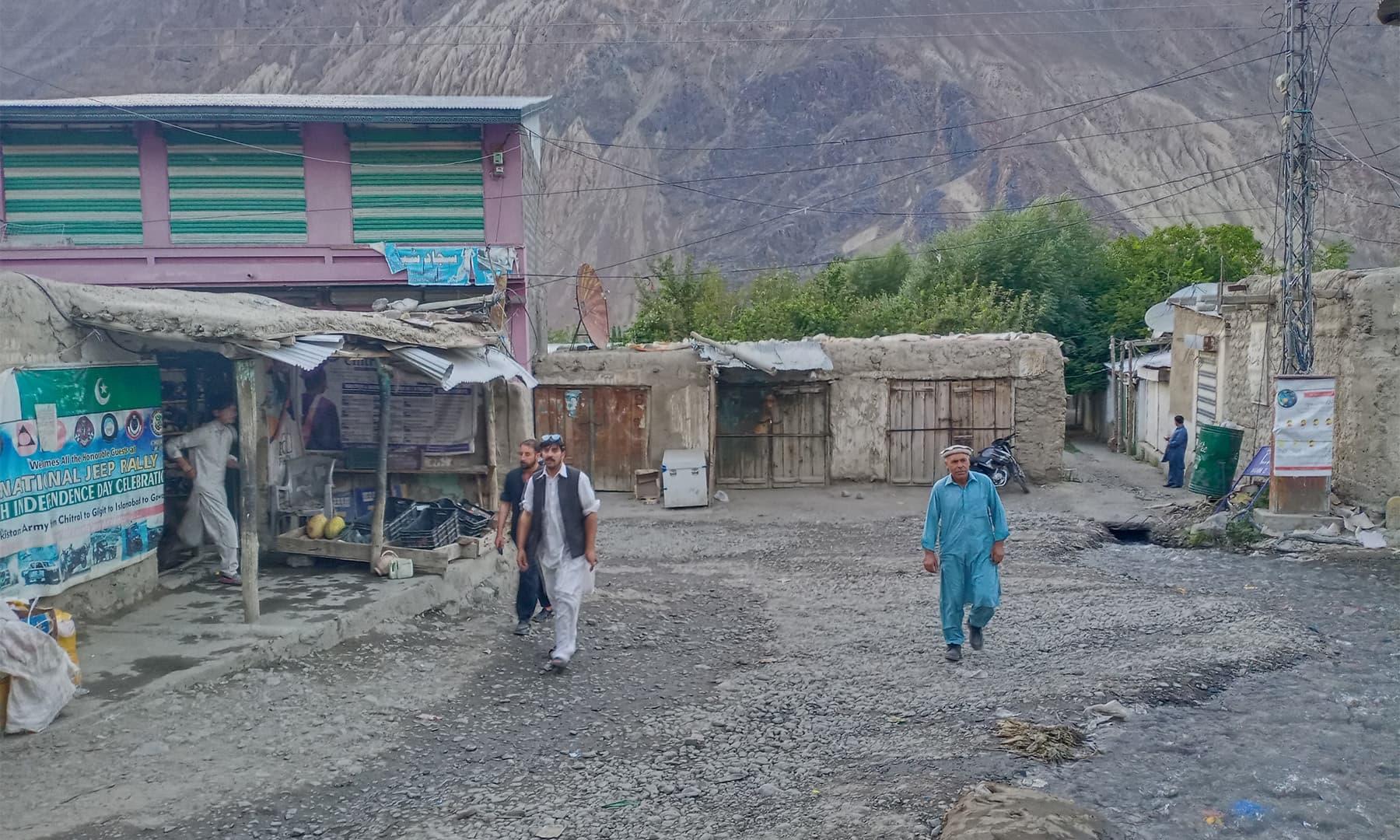 مستوج گاؤں کا بازار