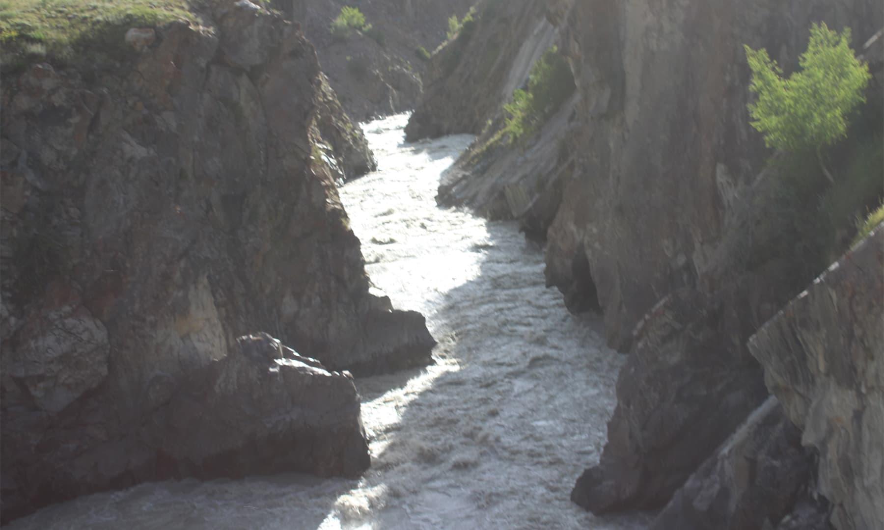 دریائے بروغل جو کہ اب ایک نالے کی شکل اختیار کرچکا تھا