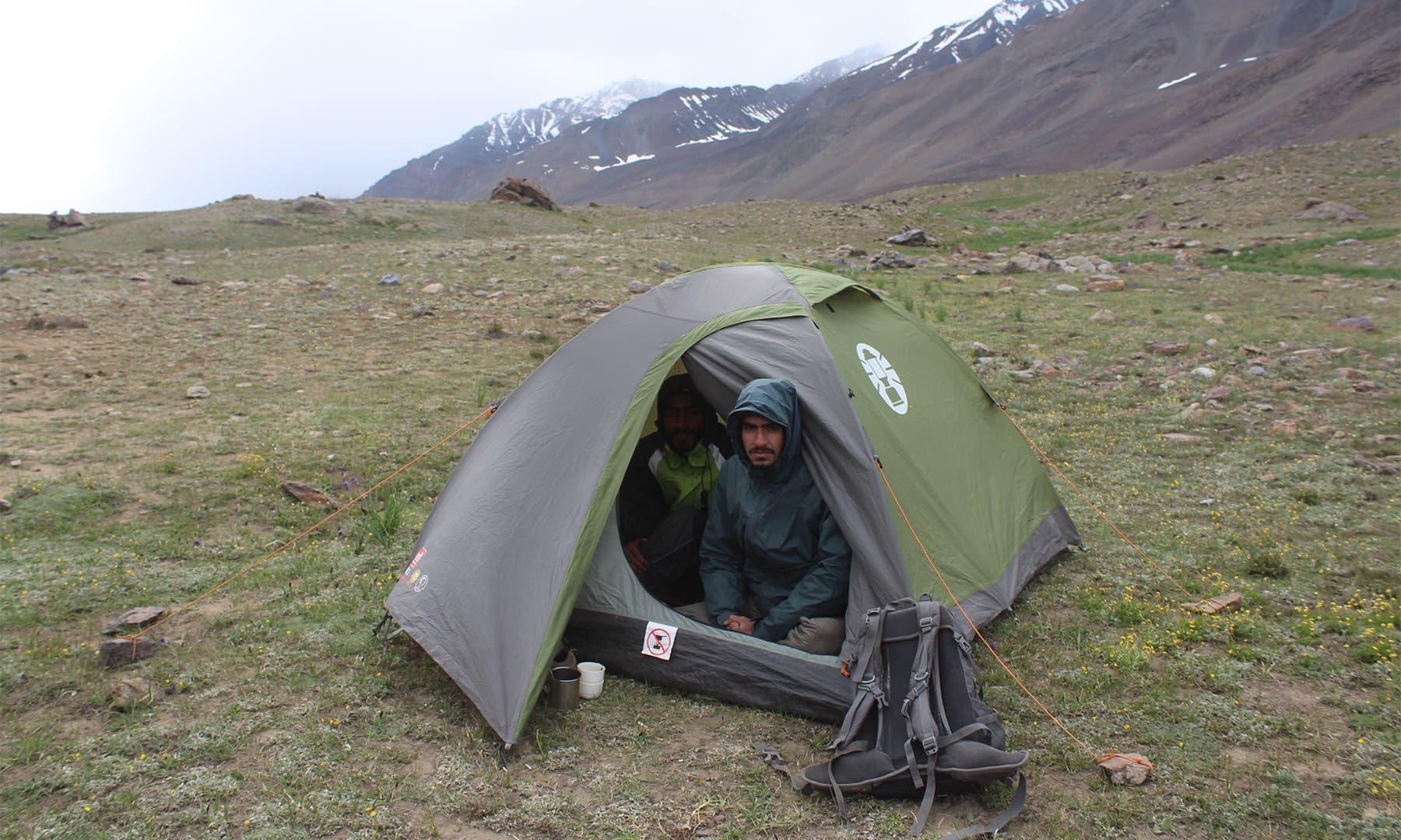 راولپنڈی سے آئے سیاحوں کا کیمپ