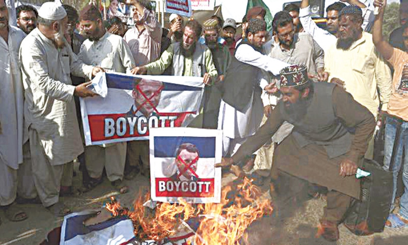 Tehreek-i-Labbaik Pakistan protesters set fire to posters of French president Macron | AP