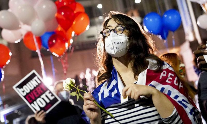 کورونا سے سب سے زیادہ متاثر ملک امریکا میں وبا کے باوجود انتخابات بھی منعقد کیے گئے—فوٹو: اے پی