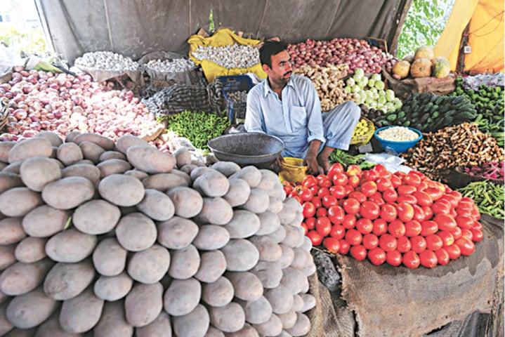 The SPI for the week ended on Nov 19 inched up by 0.24pc over last week mainly due to rise in prices of food items including potatoes up 7.92pc and tomatoes 3.52pc.