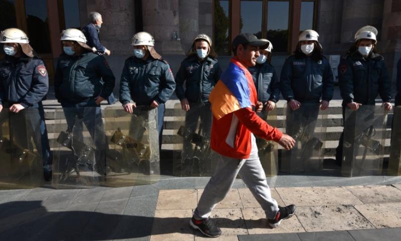 آرمینیا  کے وزیر خارجہ اور وزیردفاع نے گزشتہ ہفتے استعفیٰ دیا تھا—فائل/فوٹو: اے ایف پی