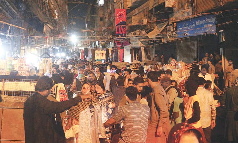 A LARGE number of people are buying different items in Resham Bazaar, Hyderabad, after 6pm in violation of a Sindh government order to close all shops by that time due to an increase in cases of Covid-19. — Online/PPI