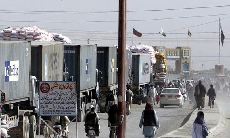 پاکستانی ٹرکوں کو افغان بارڈر پر روک کے سامان اتار لیا جاتا ہے