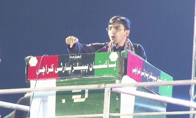 محسن داوڑ نے 18 اکتوبر کو پی ڈی ایم کے کراچی جلسے میں خطاب کیا تھا—فائل/فوٹو: ڈان نیوز
