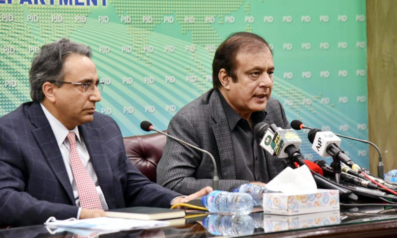 Information Minister Shibli Faraz (R) and Special Assistant to the Prime Minister on Petroleum Nadeem Babar (L) address the media on Wednesday. — PID