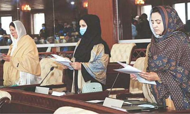 GILGIT: Newly-elected members of the Gilgit-Baltistan Legislative Assembly being administered the oath by Speaker Fida Mohammad Nashad (not seen) on Wednesday. Elections to the GBLA were held on Nov 15. — APP