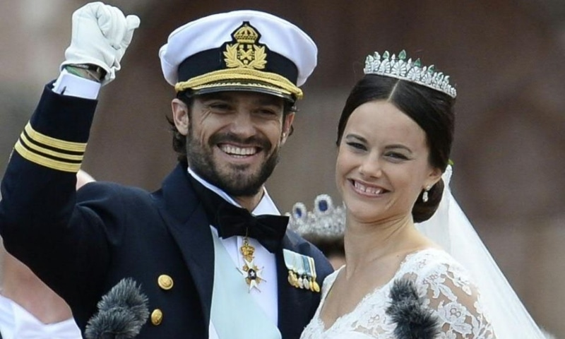 Sweden's Princess Sofia (R) and Sweden's Prince Carl Philip greet the crowds after their wedding ceremony at Stockholm Palace on June 13, 2015. — AFP