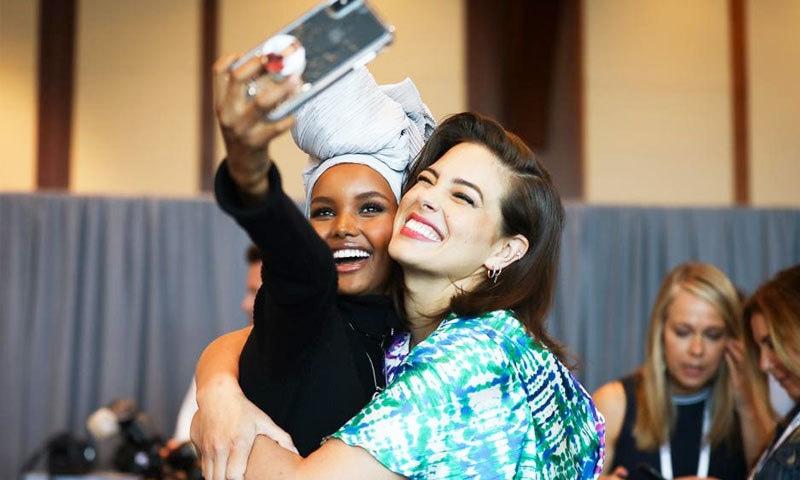 حلیمہ آدن ہمیشہ حجاب اورجسم کو مکمل ڈھانپنے والے لباس میں دکھائی دیتی رہیں—فائل فوٹو: فوربز