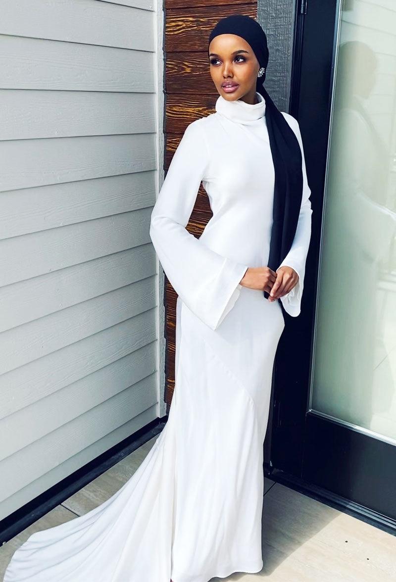 حلیمہ آدن نے ہمیشہ جسم کو مکمل ڈھانپنے والا لباس پہنا—فوٹو: حلیمہ آدن ٹوئٹر