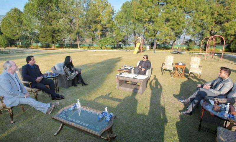 امریکی گلوکارہ چیر کی پاکستان آمد، وزیراعظم عمران خان سے ملاقات