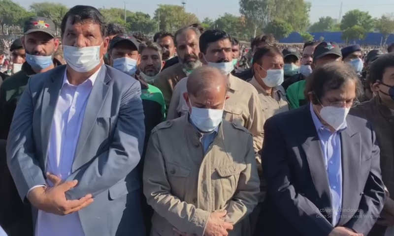Leader of the Opposition in the National Assembly Shehbaz Sharif (C) attends the funeral prayers of his mother in Raiwind on Saturday. — DawnNewsTV