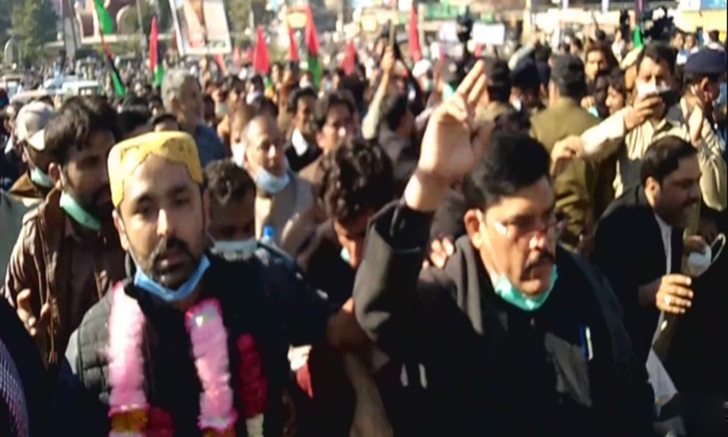 Ali Musa Gilani led PPP workers to the venue of the PDM rally in Multan. — DawnNewsTV