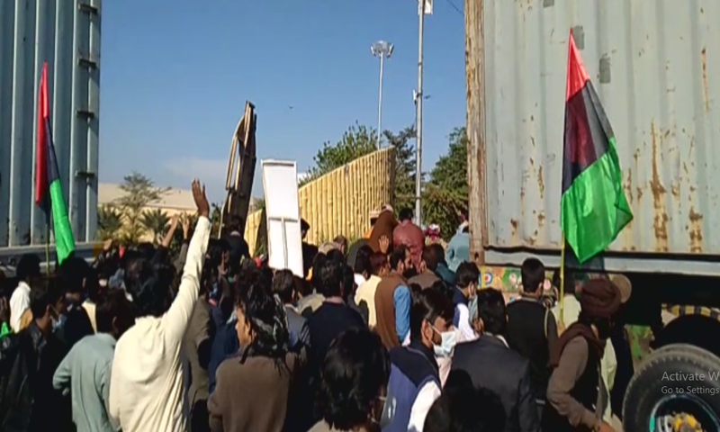 PPP activists enter the venue of the PDM rally in Multan. — DawnNewsTV