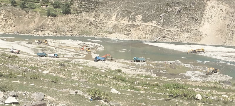 Sand and gravel excavators and dumpers near Sohach Bridge in what locals say is 'the biggest-ever gravel-lifting operation in the Kunhar riverbed' | Photos by the author / White Star