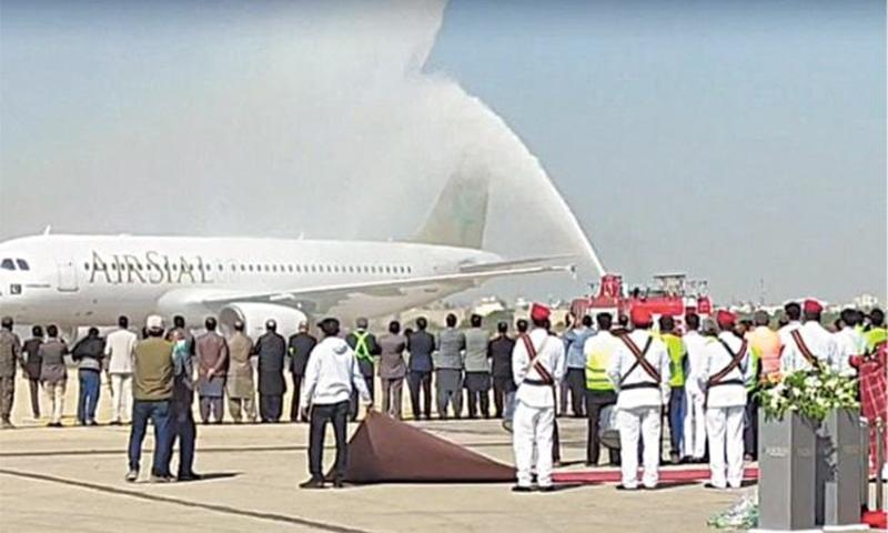 سیالکوٹ کی نئی ایئر لائن 'ایئرسیال' کے تین طیارے فضائی بیڑے میں شامل کردیے گئے— فوٹو: ڈان