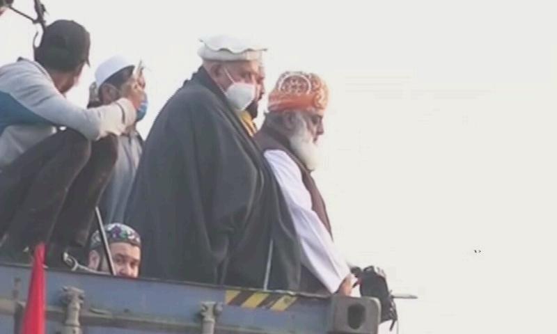 JUI-F chief Maulana Fazlur Rehman and Pakhtunkhwa Milli Awami Party's Mehmood Khan Achakzai inspecting the crowds atop a container at Multan's Ghanta Ghar Chowk. – DawnNewsTV