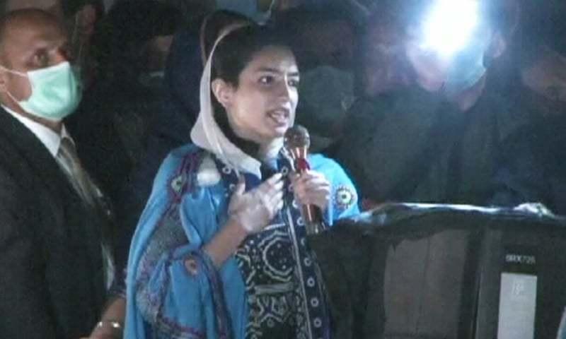 PPP chairperson's sister Aseefa Bhutto-Zardari addresses the crowd in Multan. — DawnNewsTV