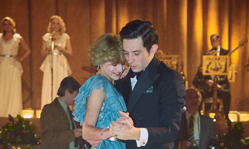 چوتھے سیزن میں لیڈی ڈیانا کی شادی اور ان کا شہزادہ چارلس سے رومانس بھی دکھایا گیا ہے—اسکرین شاٹ/ یوٹیوب/ نیٹ فلیکس
