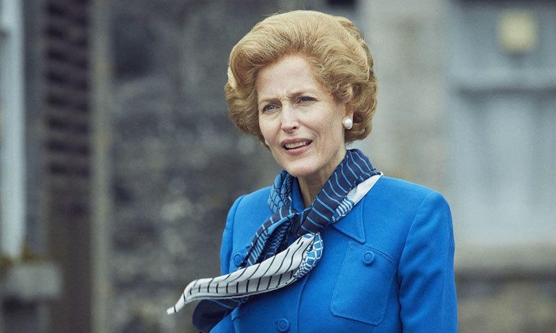 چوتھے سیزن میں برطانیہ کی پہلی خاتون وزیر اعظم مارگریٹ تھیچر کا کردار بھی دکھایا گیا ہے، جسے گلیان اینڈرسن نے ادا کیا ہے—اسکرین شاٹ/ یوٹیوب نیٹ فلیس