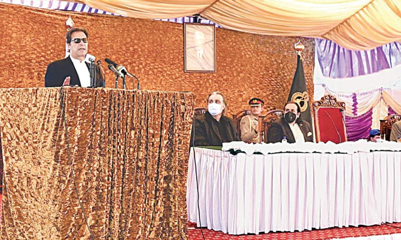 GILGIT: Prime Minister Imran Khan speaks at the oath-taking ceremony of Gilgit-Baltistan cabinet at Governor House on Wednesday.—APP