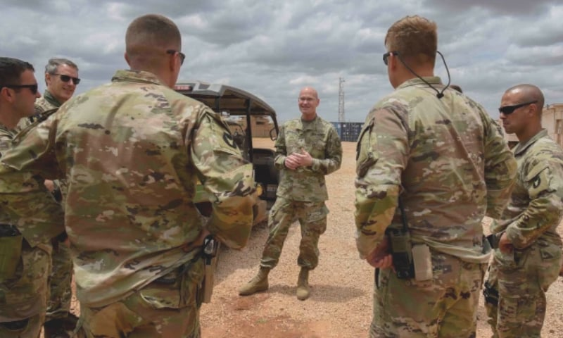 امریکی فوجی و سیکیورٹی اہلکار صومالیہ میں دہشت گرد گروپ 'الشباب' کے خلاف کارروائیاں انجام دیتے ہیں — فائل فوٹو / اے پی