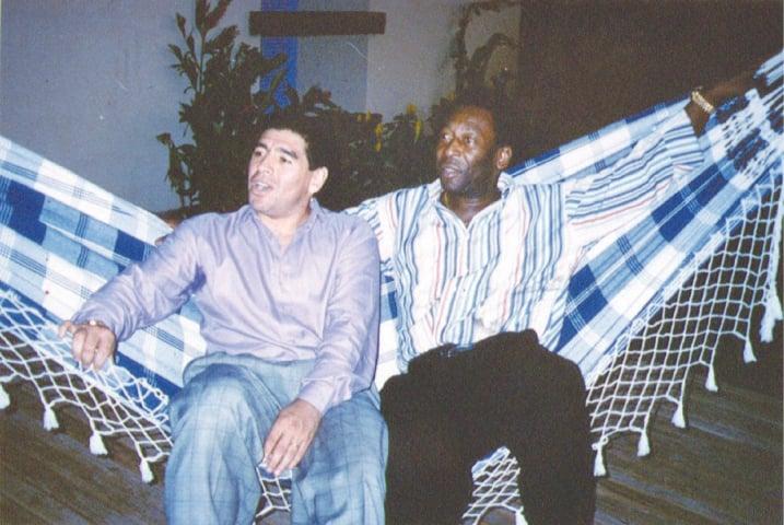 Maradona and Brazilian football legend Pele at a reception on May 14, 1995 in Rio de Janeiro, Brazil | Reuters